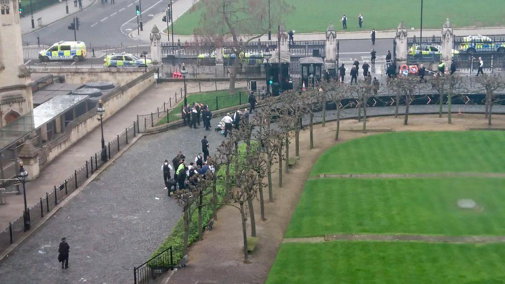 Tiroteig i apunyalament davant el Parlament britànic