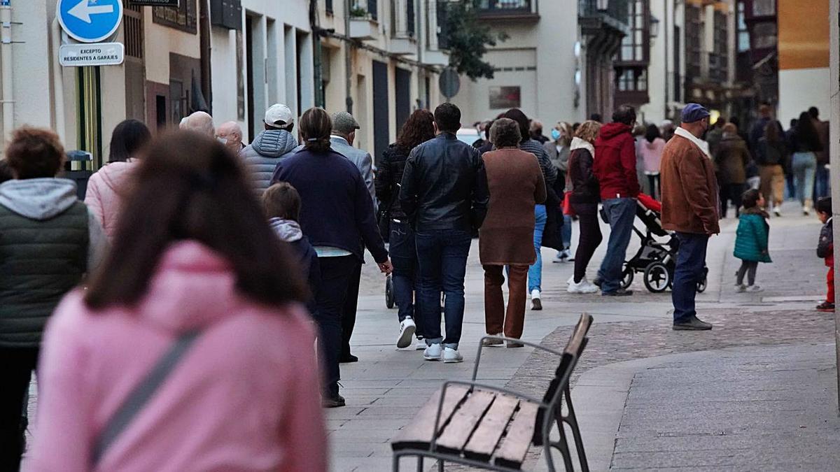 Una calle del casco antiguo de la capital, en el mes de marzo. | Jose Luis Fernández