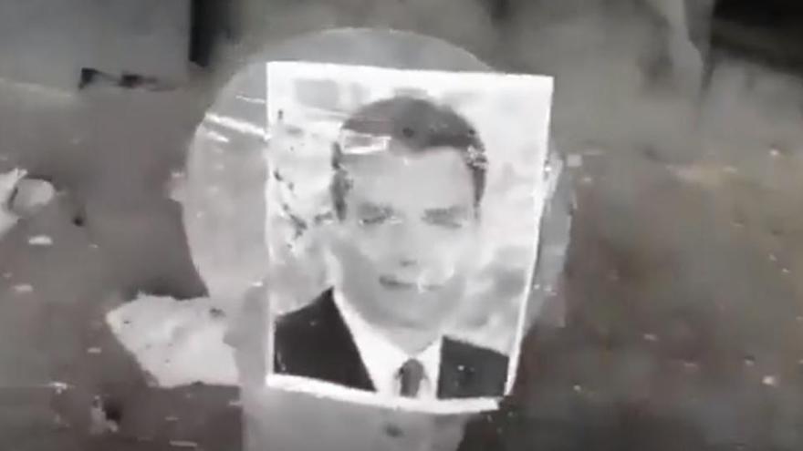 Investiguen el vídeo d'un home que dispara a dianes amb fotos de Sánchez, Iglesias, Marlaska, Montero i Echenique