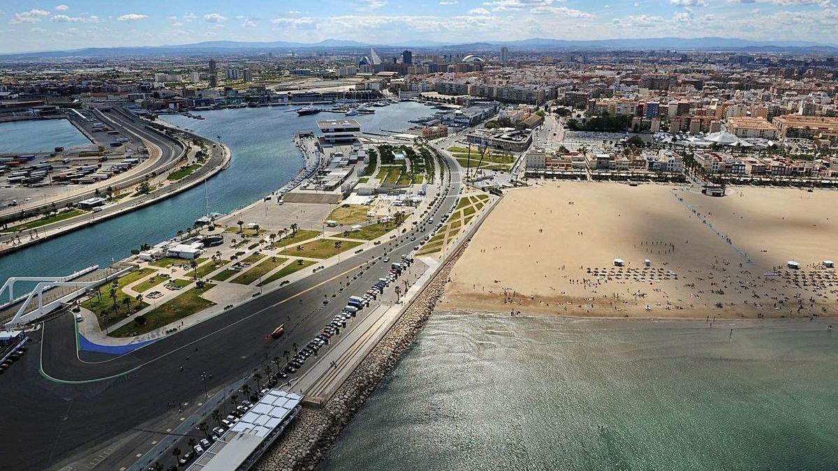 Vista aérea del Puerto de Valencia cedida por el Estado y gestionada por Marina Valencia 2007.