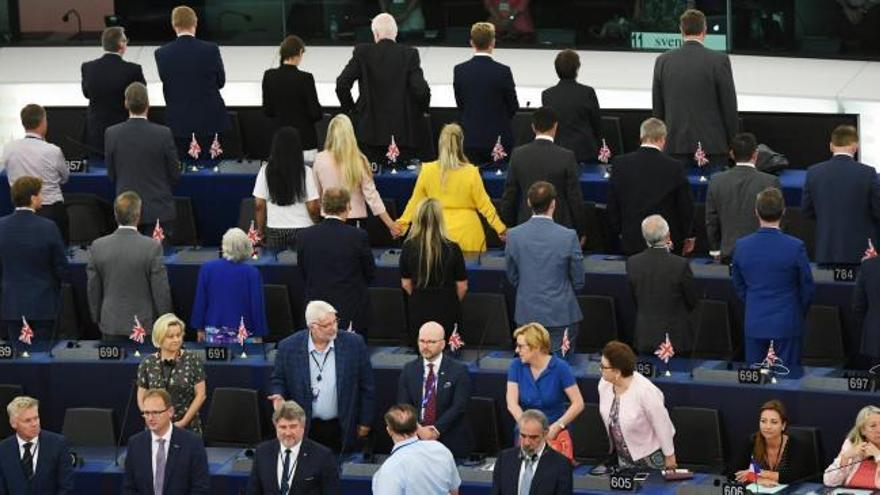 Los eurodiputados del Partido del Brexit dan la espalda al sonar el himno europeo