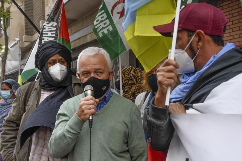 Manifestacion de saharauis delante del Consulado de Marruecos