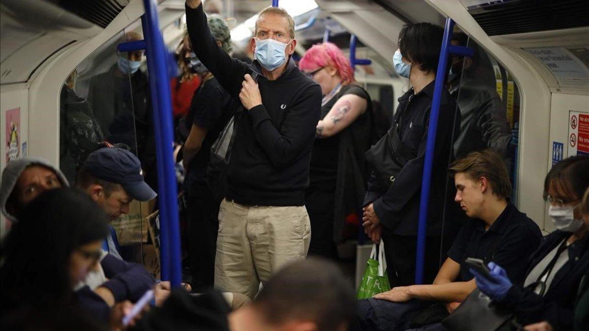 Llevar mascarillas será obligatorio en comercios de Inglaterra