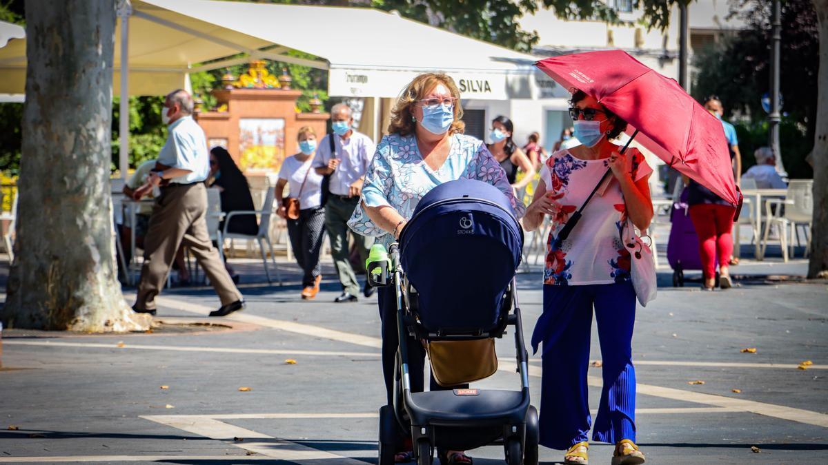 Un día caluroso en la plaza de San Francisco de Badajoz.