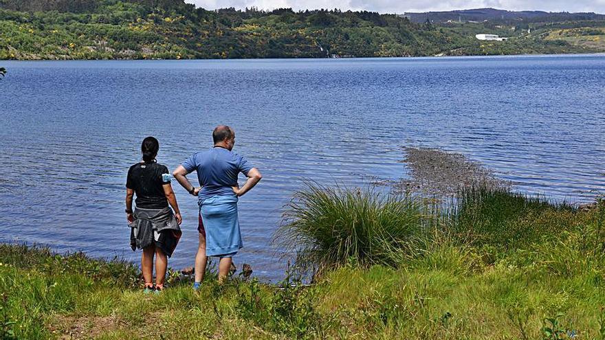 Tasga Renovables prevé construir una central hidroeléctrica en el lago de As Encrobas