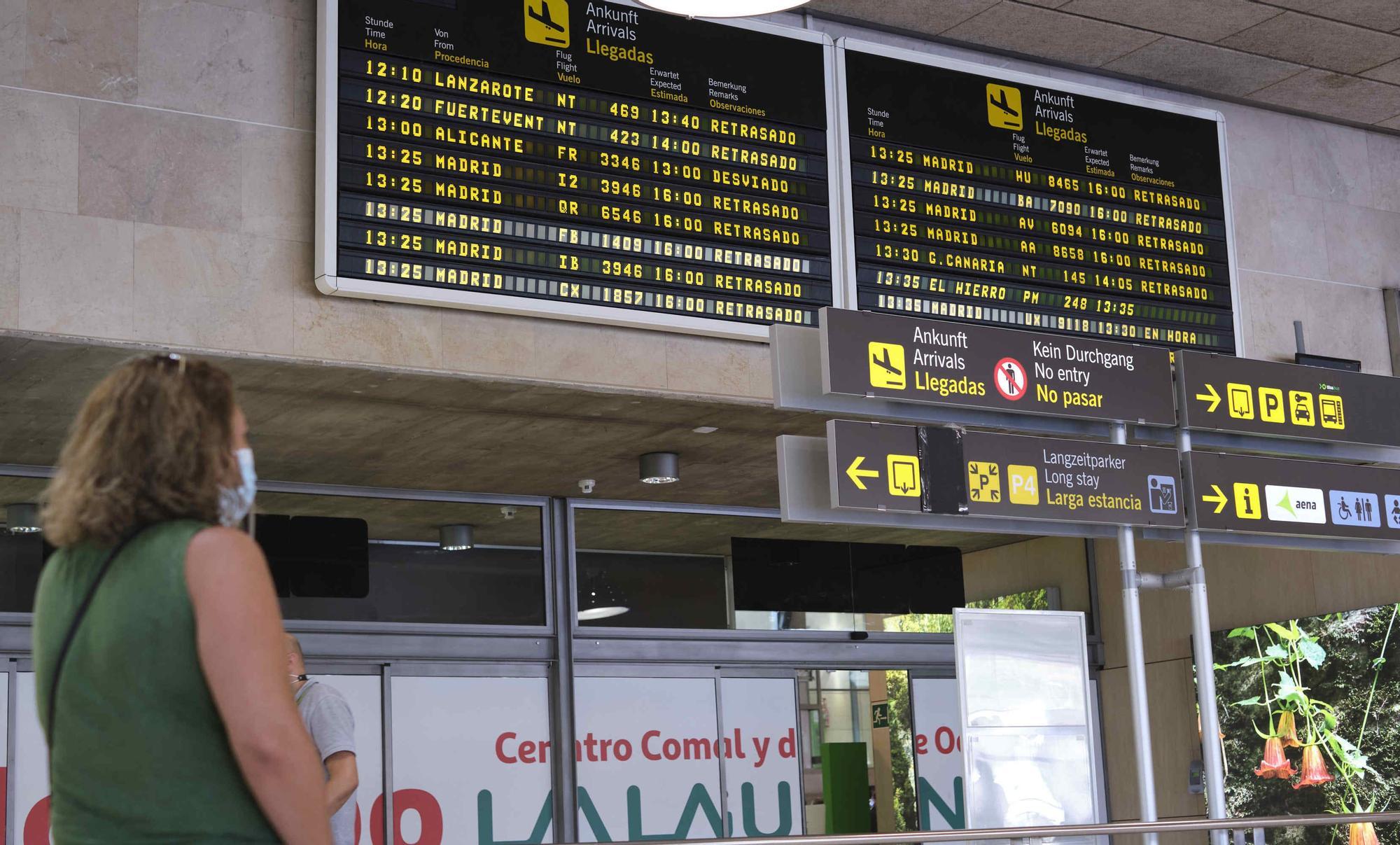 Problemas en el aeropuerto de Tenerife Norte por la nube de cenizas del volcán de La Palma