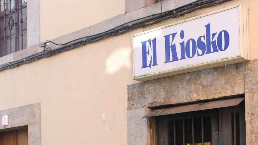 """Los jóvenes de Pravia, con """"Juan el del Kiosko"""""""