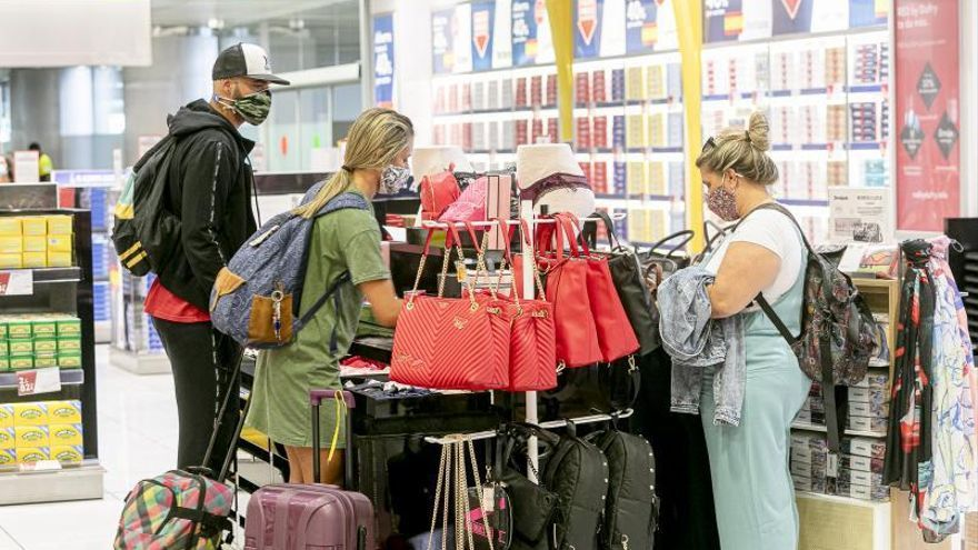 Nuevo golpe a AENA en su batalla con los comercios aeroportuarios