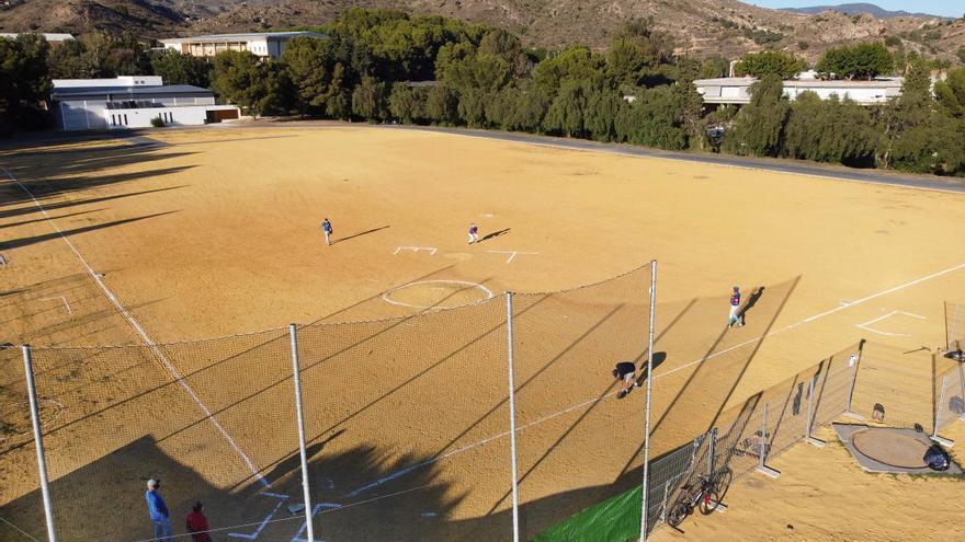 Tiburones de Málaga mejora su terreno de juego de la Universidad Laboral