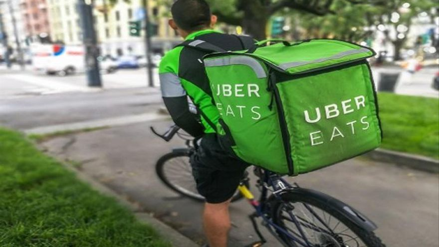 Ofertas de empleo para 'riders', mientras el Gobierno prepara la ley para regular esta actividad
