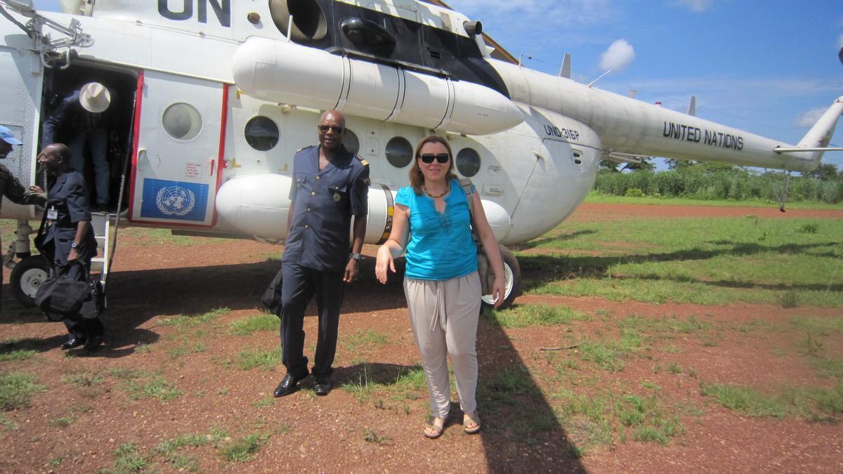 La valenciana Amparo Tortosa durante una misión de la ONU en África