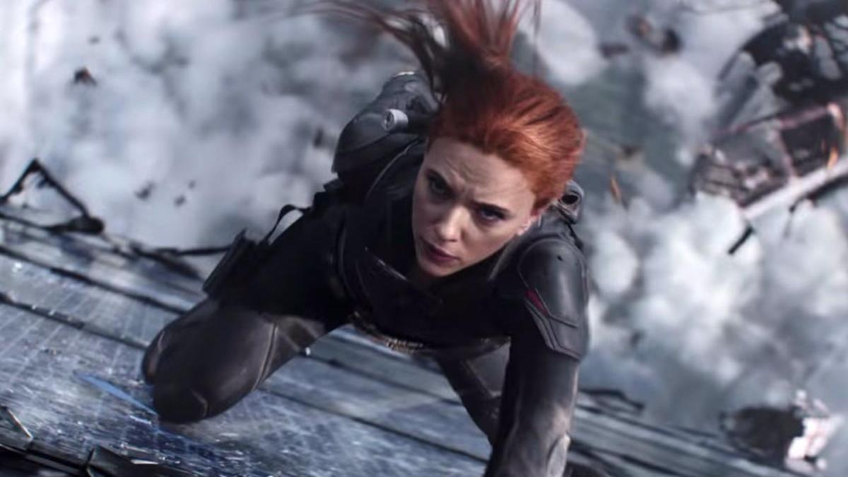 Scarlett Johansson como Viuda Negra.