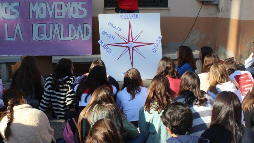 Cent joves valencians i llatinoamericans debaten a València sobre el canvi climàtic, la sostenibilitat i la igualtat de gènere