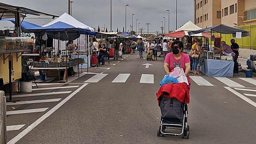 La venta ambulante y comercios de Burriana urgen que el mercado vuelva al centro