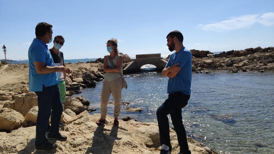 El Ayuntamiento de El Campello procede a la toma de muestras de las aguas de Palmeretes y Baeza