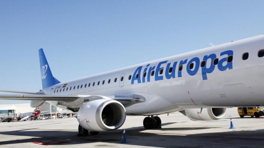Air Europa lanza descuentos de hasta el 40% en todos sus vuelos por el 'Black Friday'