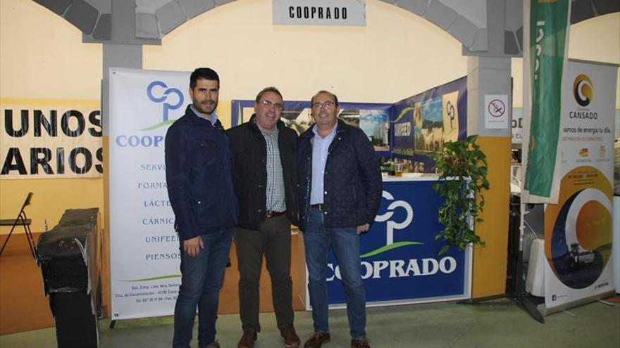 Cooprado provee de pienso de calidad a más de 1.500 ganaderos de la provincia