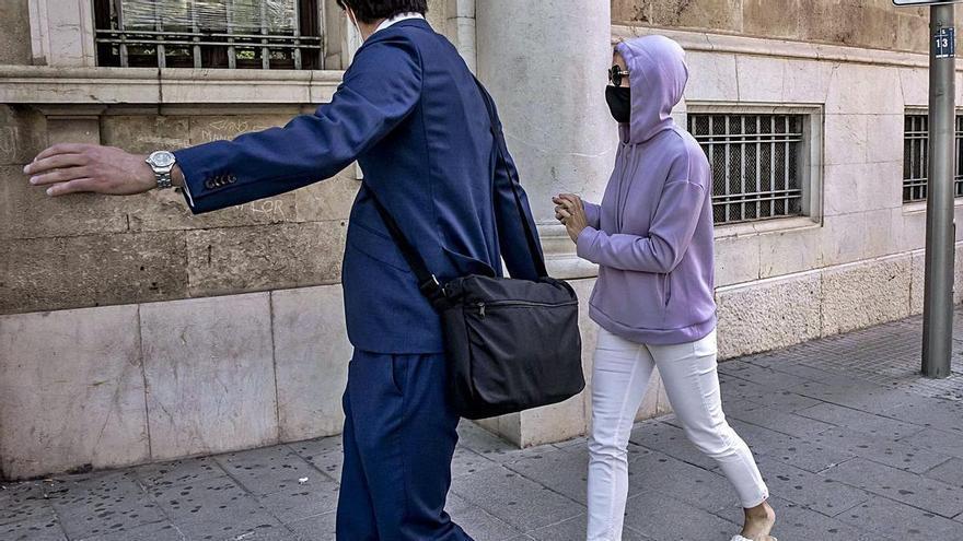 La acusada de quedarse un millón de euros dice que fingió su muerte por estrés