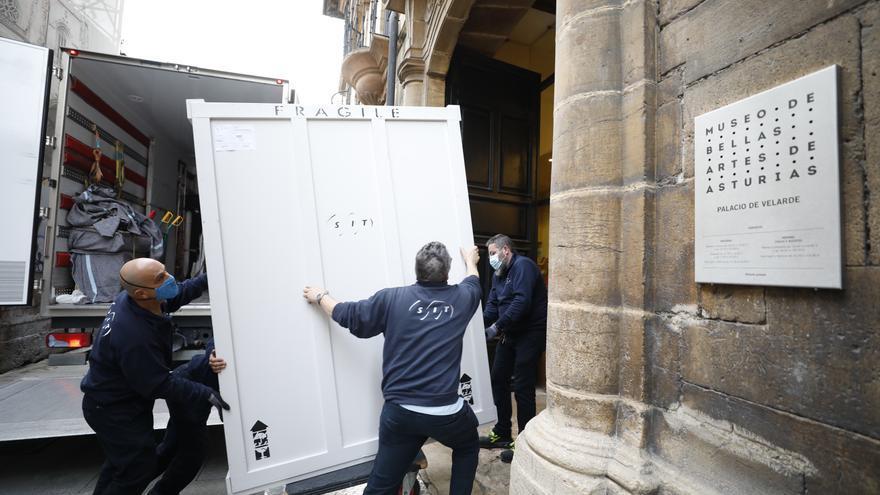 La donación de Plácido Arango llega al Museo de Bellas Artes de Asturias entre fuertes medidas de seguridad