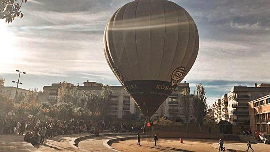 Ensenyament  Cent alumnes s'enlairen amb globus aerostàtic a l'IES Palamós