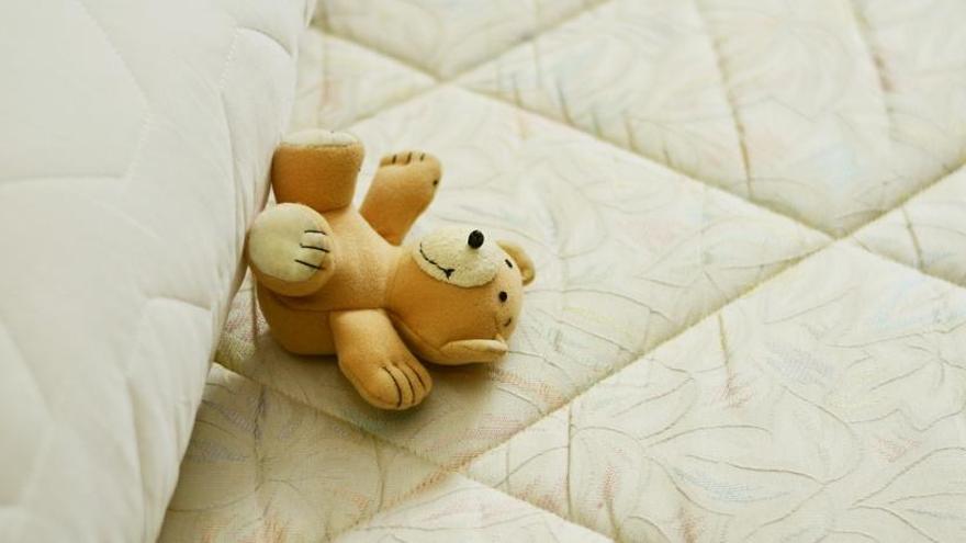 El truco de limpieza para eliminar las manchas amarillas del colchón