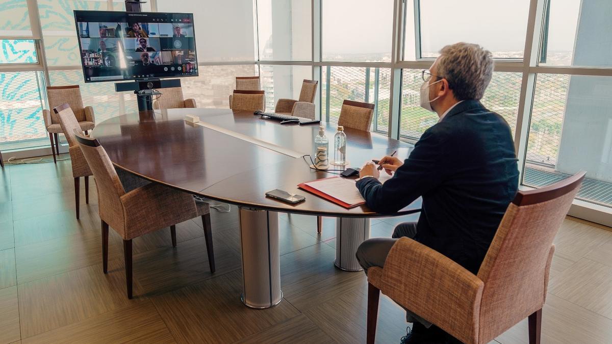 El conseller Arcadi España, en el encuentro telemático del consejo de administración.