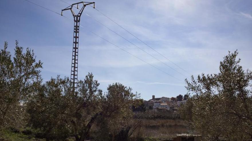 La Font pide premura a la Generalitat para paralizar las líneas de alta tensión