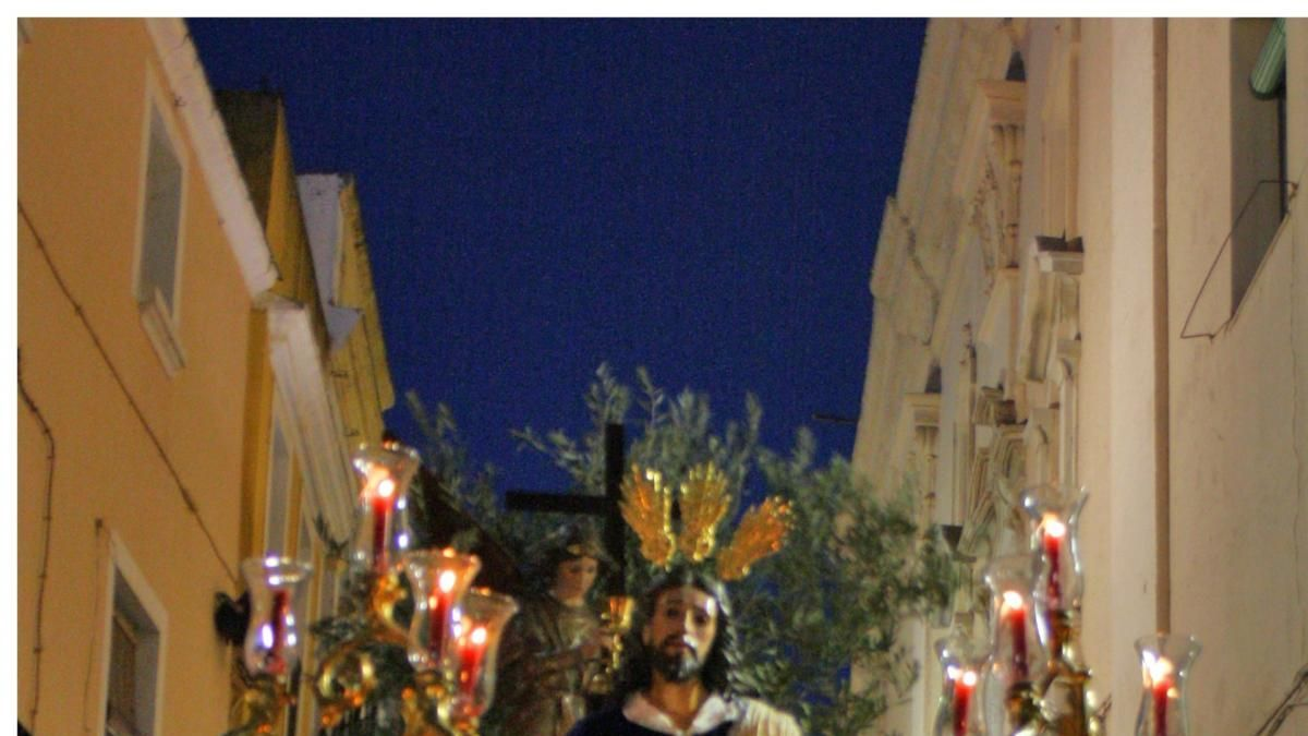 250 nazarenos y 75 costaleros procesionan en Badajoz con la 'Oración en el huerto'