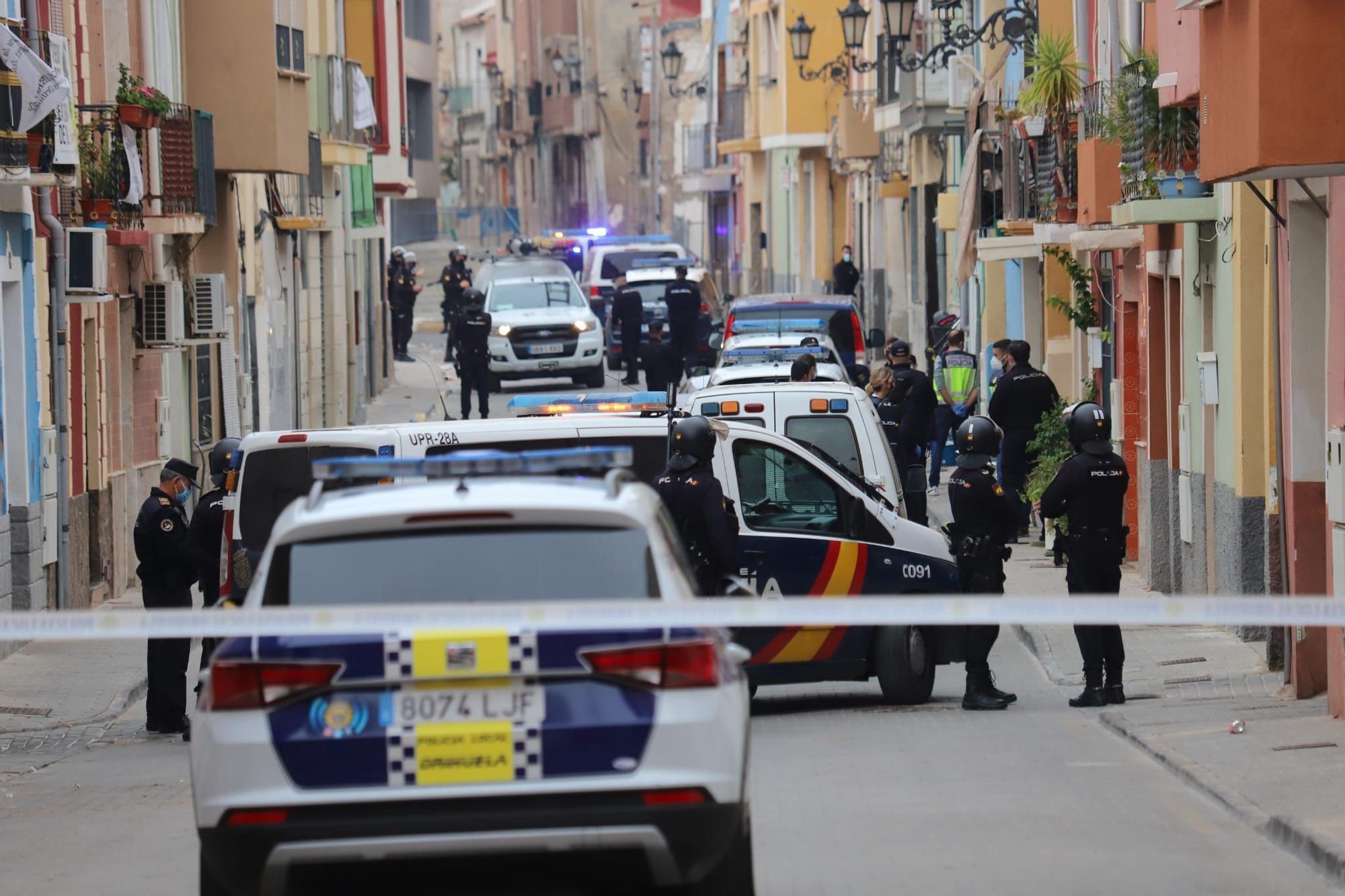 Enorme despliegue policial en una operación antidroga en la calle Arriba de Orihuela
