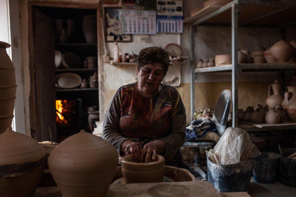 Mujeres en Zamora 8M: la alfarera Mari Carmen