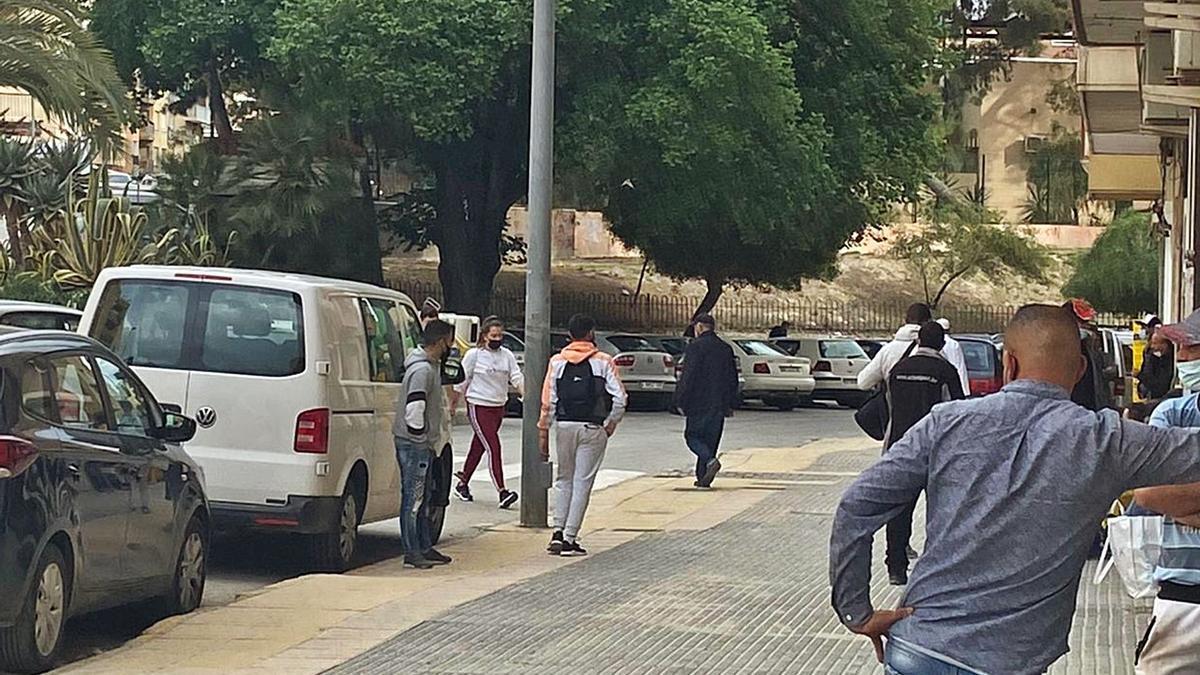Una furgoneta dedicada al traslado de jornaleros en Cieza. | JAVIER GÓMEZ