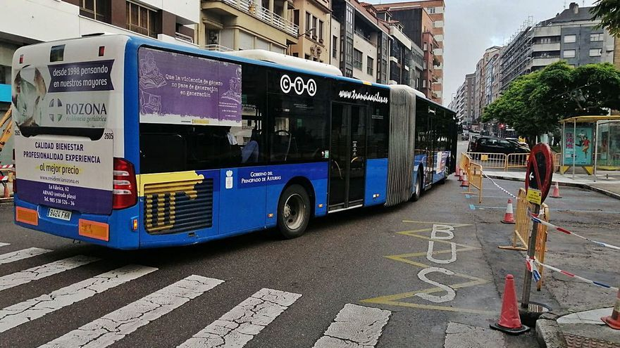 """""""Los buses no caben en las paradas"""", critican los trabajadores del transporte público"""