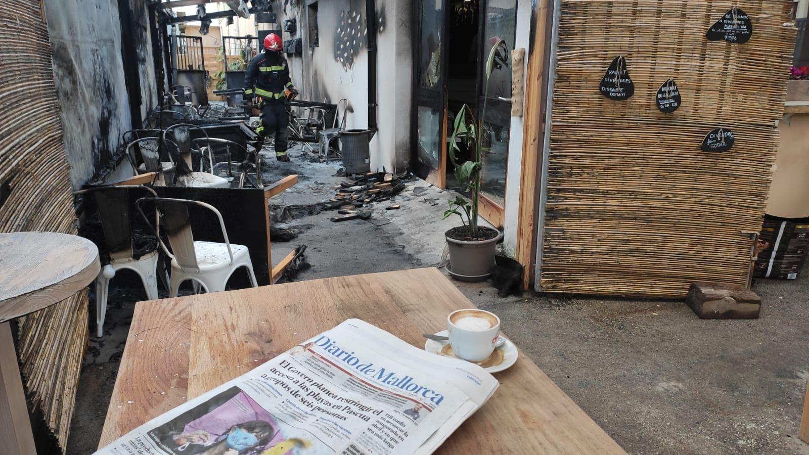 Alarma por el incendio de un bar en Son Servera