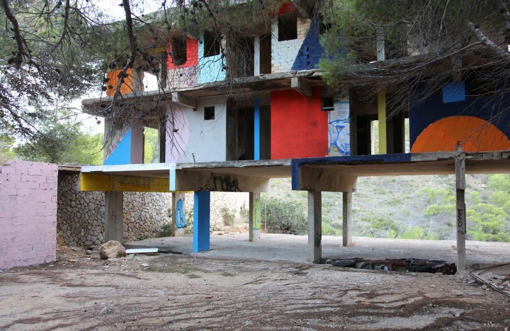 Resultado del proyecto 'Hotel Utopía' desarrollado por Martine Feipel y Jean Bechameil en el hotel inacabado de Josep Lluís Sert en Cala d'en Serra