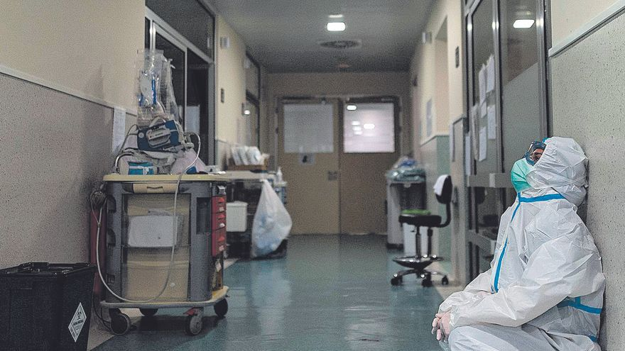 La pandemia deja un reguero de enfermeros 'quemados', con ansiedad y problemas físicos