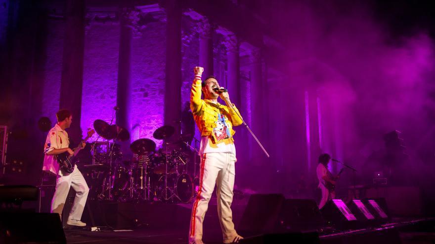 Tributo eterno de 'God save the Queen' a Freddie Mercury en el teatro romano