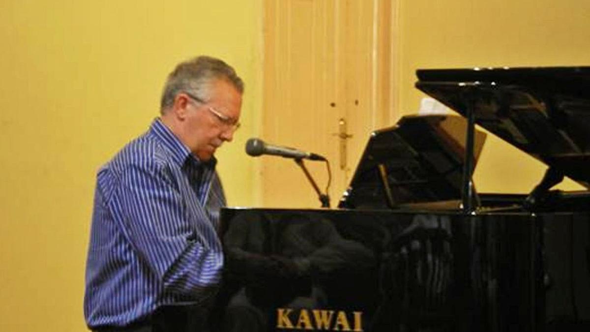 José Mejías Ruiz  durante uno de sus conciertos con el  piano. | | LP/DLP