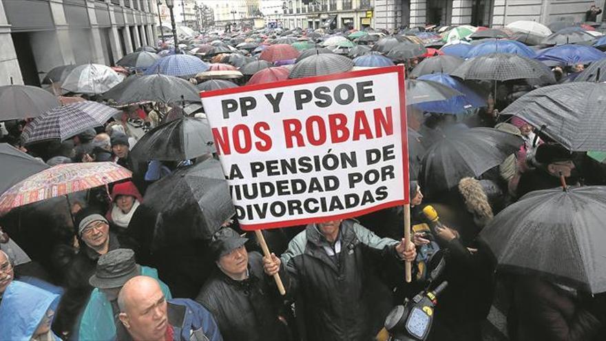 Jubilados y oposición fuerzan a Rajoy a debatir las pensiones