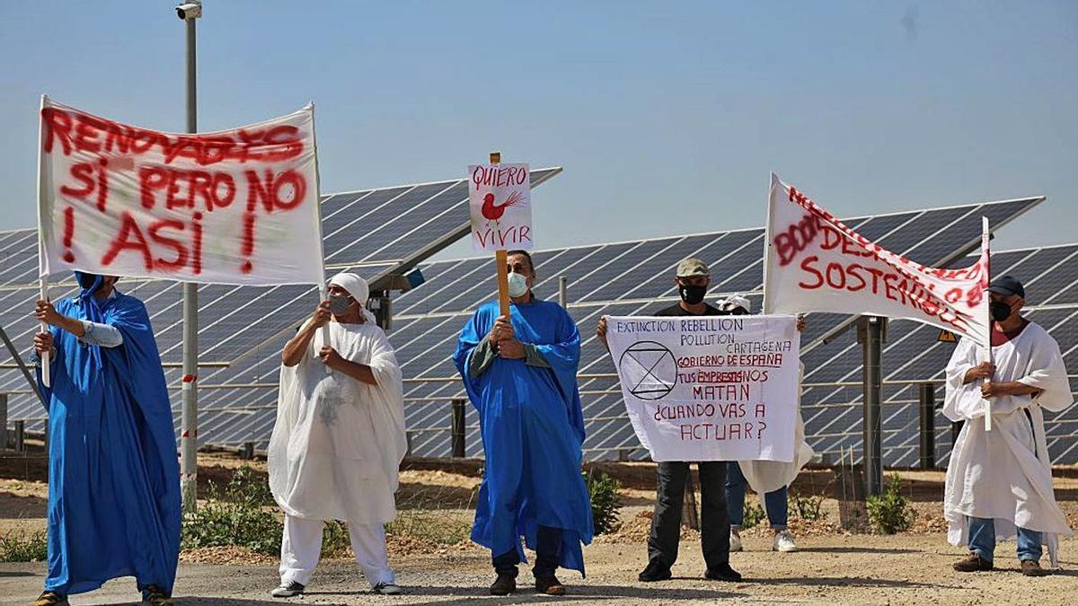 Concentración contra la instalación de plantas fotovoltaicas en el Campo de Cartagena.
