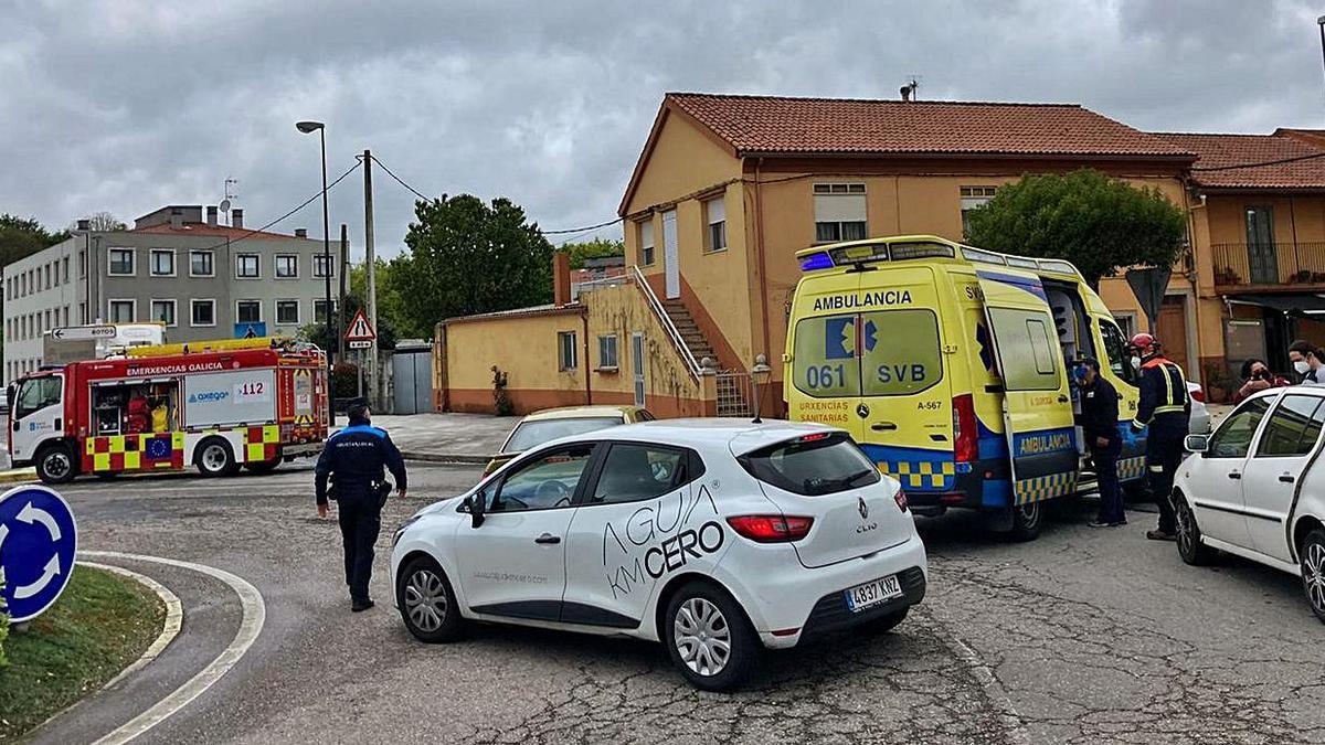 Heridos leves en una colisión por alcance en la rotonda del Cortizo | EMERXENCIAS LALÍN
