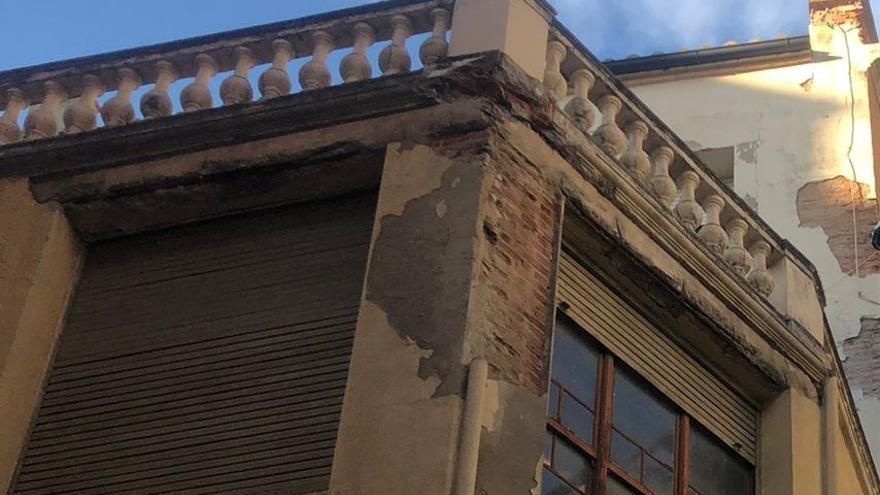 Caída de cascotes sin heridos en plena zona de los pinchos de Zamora
