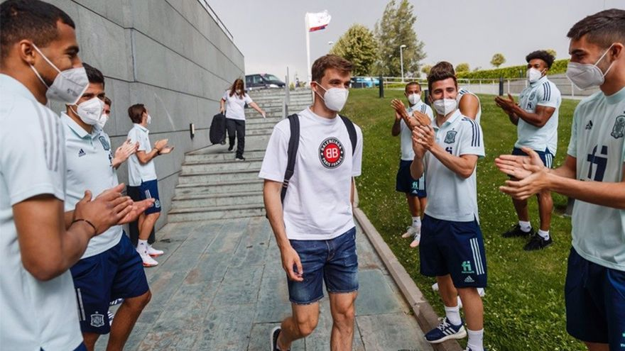 Diego Llorente se reincorpora a la selección tras su cuarto test negativo
