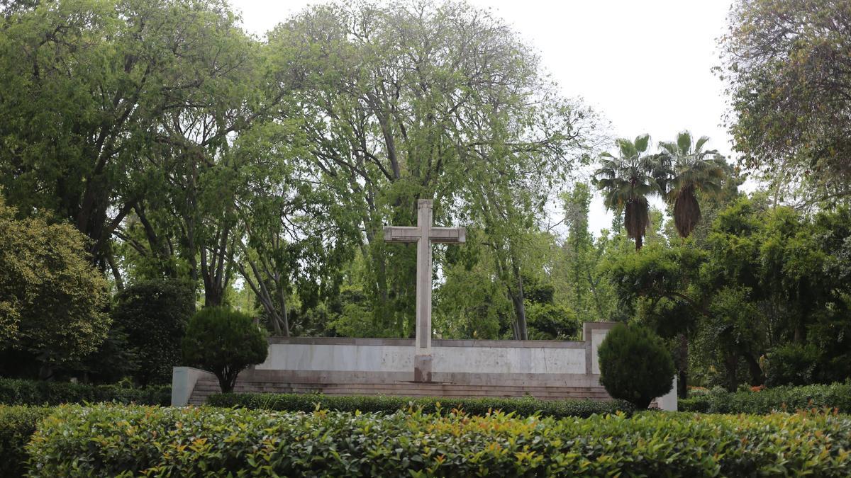 Cruz de los caídos ubicada en el parque Ribalta de Castelló.