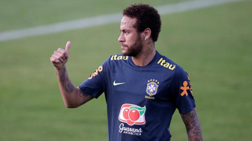 Neymar fa públics els missatges de la dona que l'acusa de violació