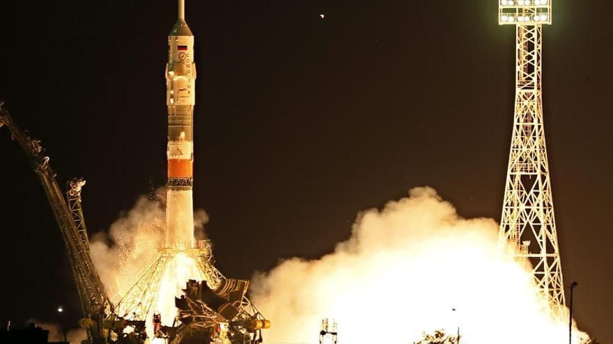 Rusia lanza la nave Soyuz con un androide a bordo