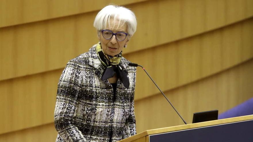 """Lagarde ve en las variantes del coronavirus un """"riesgo"""" para la economía europea"""