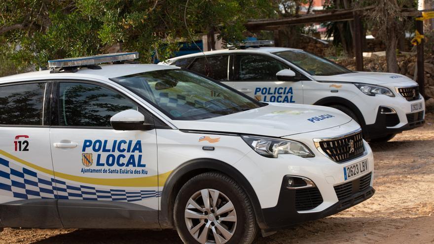 La policía detiene un botellón con once personas en Santa Eulária