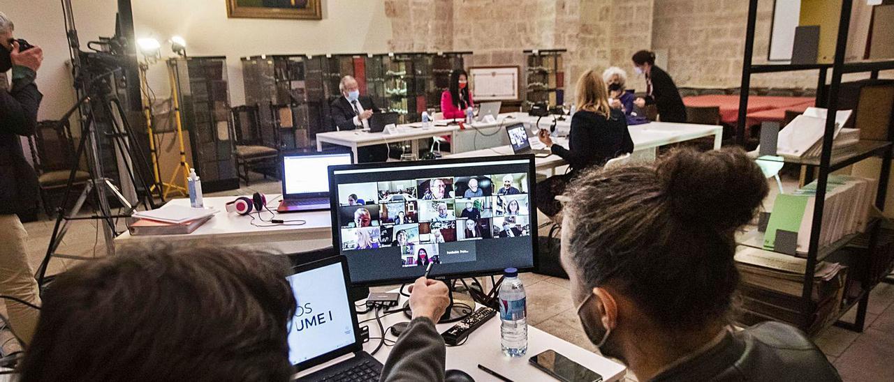 La deliberación de los Premios Jaume I  mezcló la parte «online» y la presencial para su decisión. GERMÁN CABALLERO