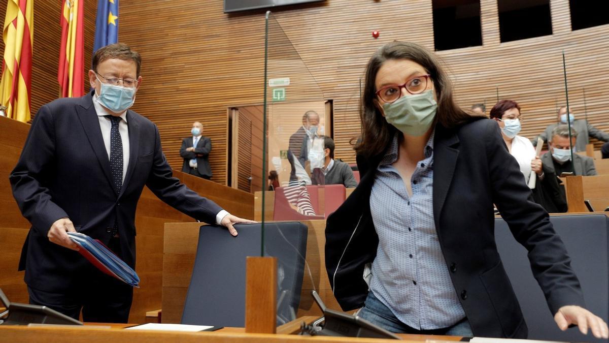 El presidente de la Generalitat, Ximo Puig y la vicepresidenta Mónica Oltra, al inicio de la sesión de control en Les Corts