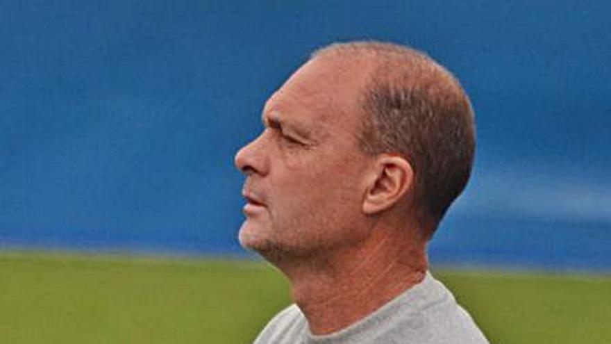El Águilas despide a Vicente Mir pese a que el equipo costero es líder